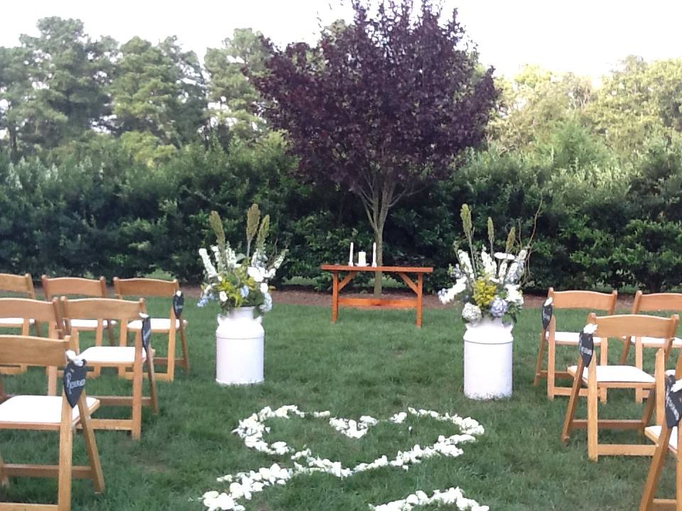Outdoor Wedding Ceremony: Raleigh NC Outdoor Wedding Venue